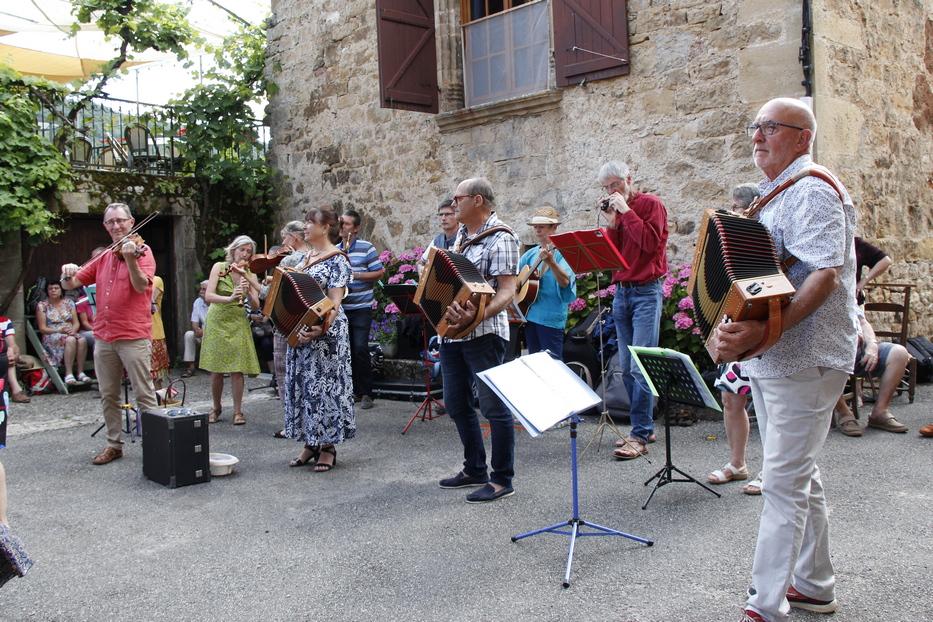 Les Etournias : Concert et danses folkloriques